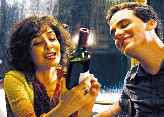 """Em 2008, ao lado do ator Wagner Moura, Letícia Sabatella participa do filme """"Romance"""", do diretor Guel Arraes"""