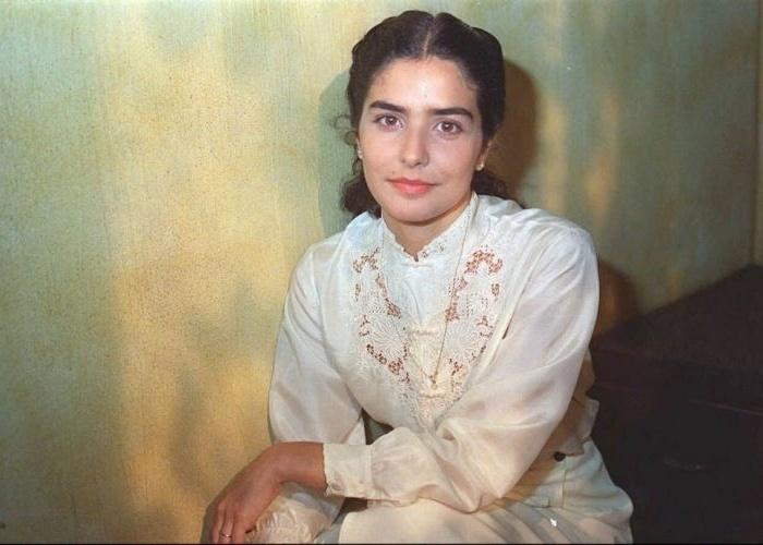 """Letícia participou de novelas como """"Torre de Babel"""", """"Porto dos Milagres"""", """"O Clone"""", entre outras. Na imagem, ela posa em foto de 1996, ano em que emplacou um papel no seriado infantil """"Caça Talentos"""""""