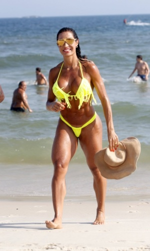 9.mar.2013 - Sem Belo, Gracyanne Barbosa curtiu praia na Barra da Tijuca, zona oeste do Rio