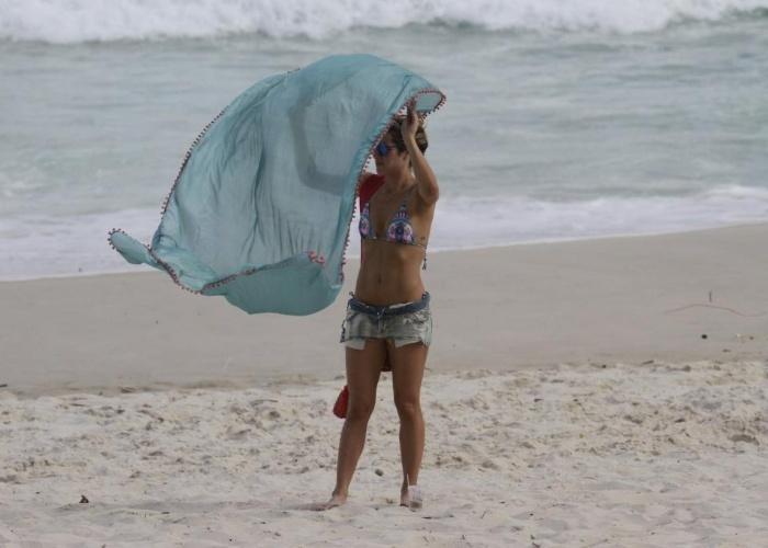 13.mar.2013 - Giovanna Ewbank curtiu praia na Barra da Tijuca, zona oeste do Rio. A atriz é casada com o ator Bruno Gagliasso