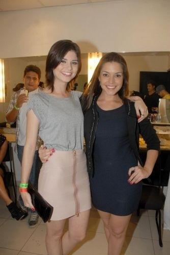 28.abr.2010 - As atrizes Julianne Trevisol e Thaís Fersoza marcam presença no show beneficente de André Marques, no Rio de Janeiro