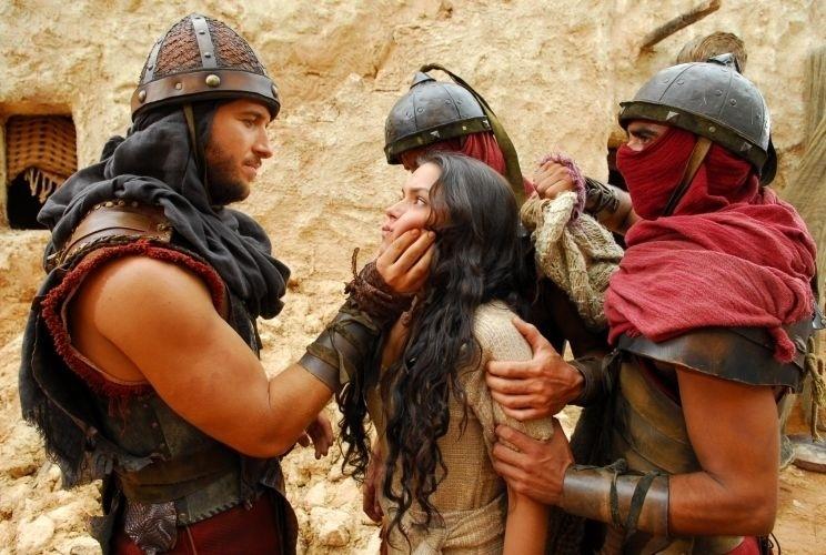 """2.dez.2010 - A atriz Thaís Fersoza interpretou Samara, na minissérie """"Sansão e Dalila"""", da Record"""