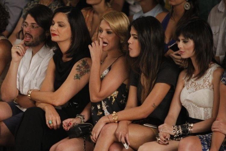 Jan.2012 - Luiza Brunet, Thaís Fersoza, Antônia Moraes e Julianne Trevisol são fotografadas durante o 5º dia do Fashion Rio