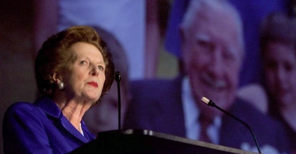 6.out.1999 - A ex-premiê britânica Margaret Thatcher durante conferência do Partido Conservador