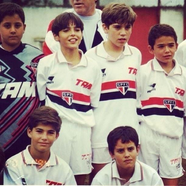 18.abr.2013 - Ricardo Izecson dos Santos Leite, mais conhecido como o craque Kaká, postou uma imagem nesta quinta-feira nos tempos de infância. Nesta época, o atual jogador do Real Madrid, ainda era um pequeno atleta da categoria de base do São Paulo Futebol Clube