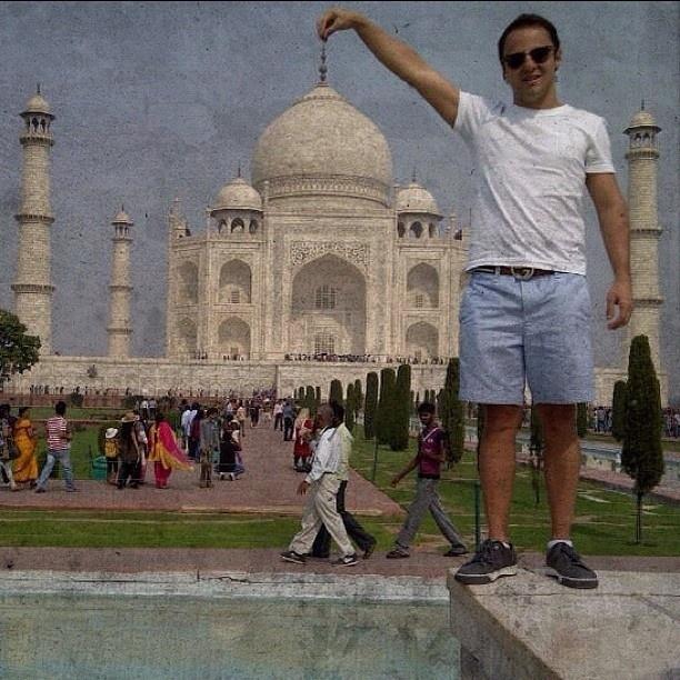 """24.out.2012 - Durante folga da corrida do GP da Índia, Massa curte os cartões postais do país. """"Primeira vez no Taj Mahal #índia #fantástico #lindo #incrível #gpíndia"""", comemorou o pilito em foto no Instagram"""