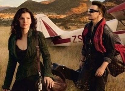 Ago.2010 - Bono e sua mulher, Ali Hewson, posam para campanha institucional da Louis Vuitton. Ele é casado com ela desde 1982