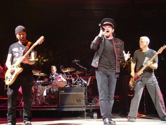 Nov.2005 - U2 faz show no Madison Square Garden, em Nova York
