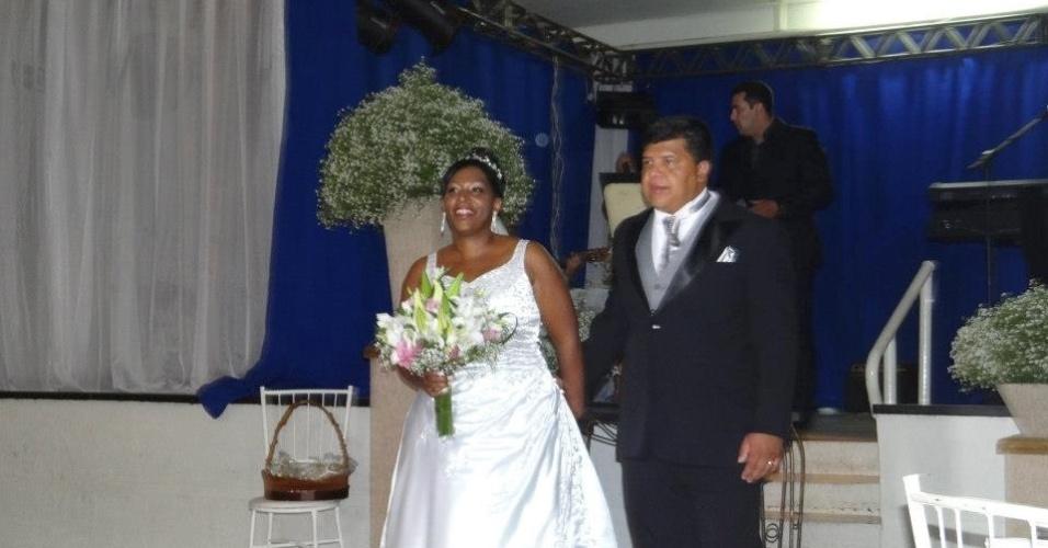 """Lucia Helena e Joel Calixto escolheram a cidade de Marília, no interior de São Paulo, para celebrar o casamento no dia 7 de dezembro de 2012. """"Foi emocionante"""", diz a noiva."""