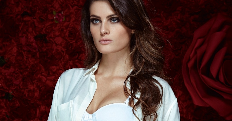 14.mai.13 - A top Isabeli Fontana, 29, mostrou suas curvas em um ensaio sensual de lingerie especial para o Dia dos Namorados, divulgado nesta tera-feira. 