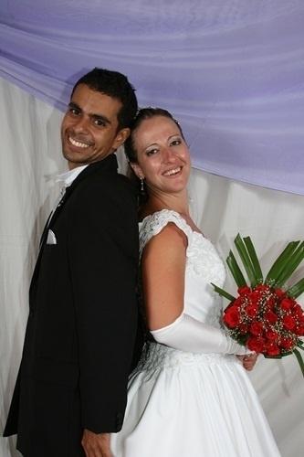 """""""Foi um dia muito esperado e abençoado. Saiu tudo lindo e perfeito, pois foi o dia que Deus nos uniu"""", conta Marcia Maria da Silva dos Santos sobre o casamento com Paulo Jorge Farias dos Santos, em Florianópolis, no dia 19 de dezembro de 2008."""