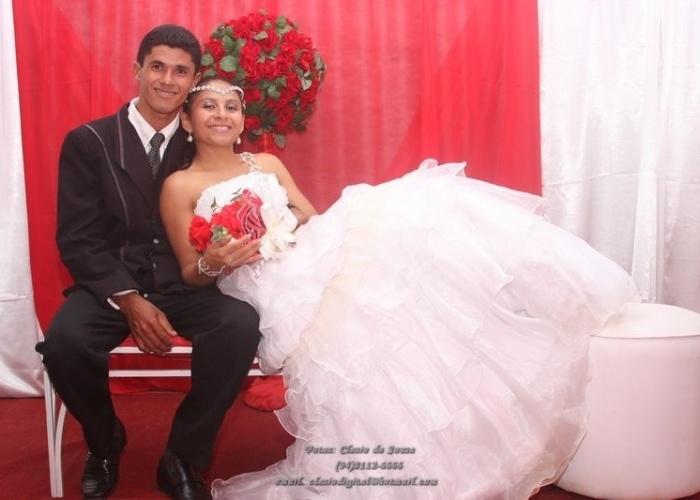 """Sonélia dos Santos Cunha e Francisco Pereira da Silva viveram o casamento dos """"sonhos"""" no dia 22 de dezembro de 2012."""