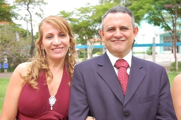 """Allan Kardec de Sales e Suely Maria Reis de Sales se casaram em Santo André (SP), no dia 7 de janeiro de 2010. """"Depois de dez anos juntos resolvemos oficializar nossa união"""", diz a noiva Suely."""