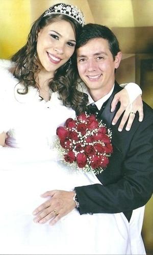 """Evandro Vidoto Vresk e Elaine Rocha da Silva Vresk se casaram em Batayporã (MS), no dia 12 de junho de 2010. """"Dia mais emocionante das nossas vidas!"""", diz a noiva Elaine."""