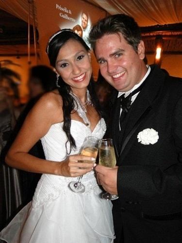 """Guilherme Sangaletti e Priscila Laura Aranda Sangaletti são de Jaú (SP); eles se casaram em 17 de dezembro de 2011. """"Ainda que tivesse o dom da profecia, o conhecimento de todos os mistérios, e de toda a ciência... se eu não tivesse amor, eu não seria nada"""", conta a noiva Priscila."""