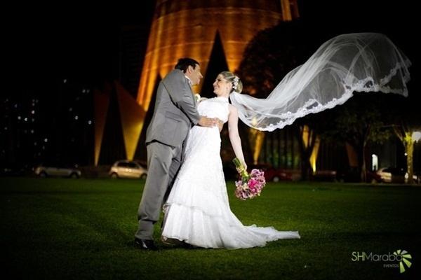 """O casamento de Carlos Vicente Berner e Ângela Francine Fuza foi em Maringá (PR), no dia 12 de janeiro de 2013. """"Um momento de muita emoção, alegria e diversão"""", relata Ângela."""