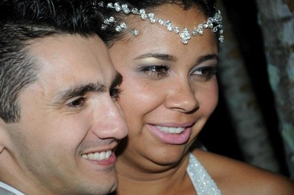 """O casamento de Edson Aparecido Moreira e Michele Moreira aconteceu em 23 de junho de 2012, em Taubaté (SP). """"Um dia muito especial para nós"""", revela Michele."""
