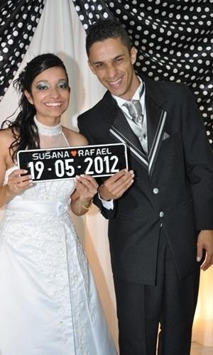 """Rafael Dezuani e Susana Oliveira Dezuani se casaram em São Paulo (SP), no dia 19 de maio de 2012. """"Casamos depois de oito anos de namoro e estamos muito felizes"""", relata a noiva."""