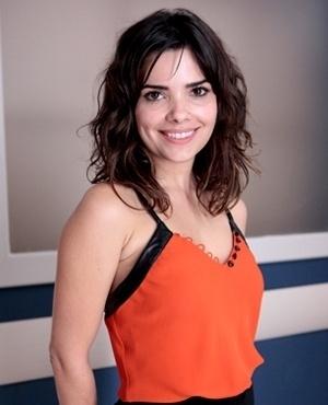 Aline Noronha (Vanessa Giácomo) - Aline é a bela e fiel secretária de César, a quem trata com muita atenção e carinho