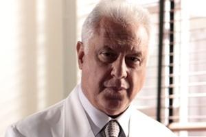 César Khoury (Antonio Fagundes) - Casado com Pilar, pai de Félix e ...