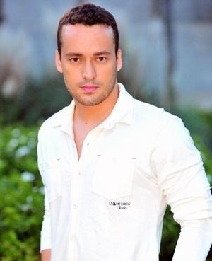 Daniel Melo Rodriguez (Rodrigo Andrade) - Filho de Amadeu e Neide, Daniel é fisioterapeuta. Trabalha no hospital San Magno e tem clientes particulares