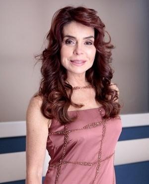 Gigi (Gisela Borba de Andrada Lemos) - Françoise Forton - Gigi é a ex-mulher de Atílio e melhor amiga de Pilar. Teve um padrão de vida luxuoso e não consegue viver com a renda que tem. Vive estourando o cheque especial