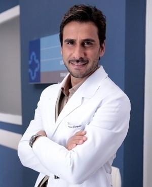 Jacques Sampaio (Julio Rocha) - Jaques é um médico jovem e ambicioso, que trabalha no Hospital San Magno