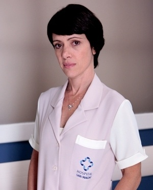 Joana Rangel (Bel Kutner) - Joana é uma mulher seca, amargurada, solitária, que sempre trabalhou. Pouco sai, e guarda tudo que ganha. É simples, e um pouco rude. Vive a espera de um grande amor