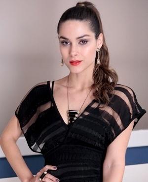 Leila Melo Rodriguez (Fernanda Machado) - Filha de Amadeu e Neide, Leila tem um relacionamento com Thales. Mulher ambiciosa, sonha em ter a vida de luxo da sua tia Pilar