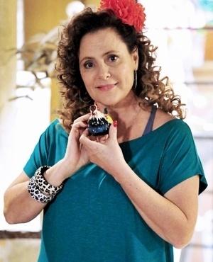 Márcia do Espírito Santo (Elizabeth Savalla) - Mãe de Valdirene, Márcia é uma ex-chacrete. Para sobreviver, vende hot dog numa van e vive fugindo da fiscalização