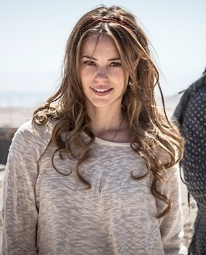 Paloma Khoury (Paola Oliveira) - Filha de Pilar e César, Paloma vive uma relação conflituosa com a mãe. Uma mulher que tem um lado impetuoso e rebelde, e que se sente rejeitada desde menina. Sua vida muda ao conhecer Ninho, seu novo amor