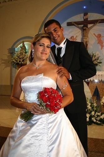 """Josenilton Souza Santos e Karla Valéria Souza de Jesus, de Itabaiana (SE), se casaram em 12 de dezembro de 2009. """"Um amor mágico e profundo abençoado por Deus"""", definiu Karla."""