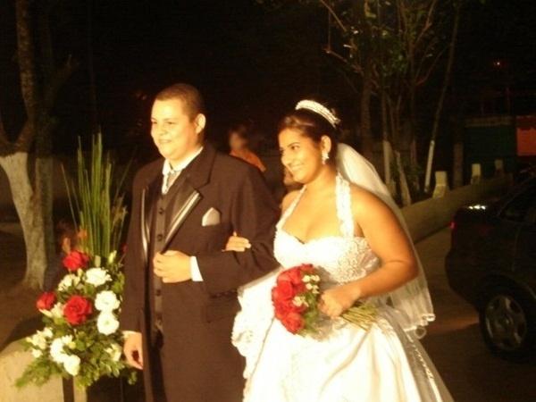 """Rodrigo Correa Ramos e Rosenice Salomão Ramos, de Guarujá (SP), se casaram em 7 de julho de 2007. """"Foi um dia inesquecível, onde todos estavam mais felizes"""", falou Rosenice."""