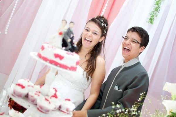 """Tiago da Costa Morais e Tauana Cavalcante de Matos são de Bertioga (SP). Eles se casaram em 25 de agosto de 2012. """"Nosso casamento foi incrível"""", disse Tiago."""