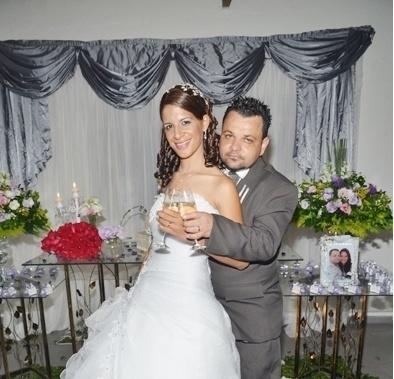 Anderson e Valéria Cardoso são os noivos de Franco da Rocha (SP). O casamento dos dois aconteceu no dia 5 de janeiro de 2013.