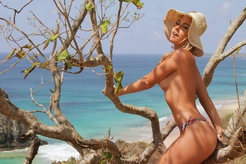 Para Um Ensaio Sensual Na Paradis Aca Ilha De Fernando Noronha No