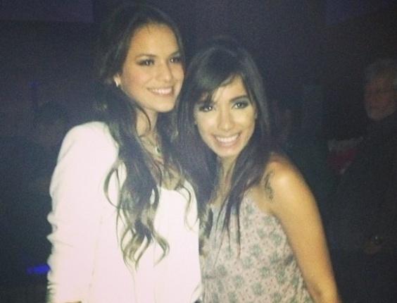 """20.mai.2013 - Depois de encerrar as gravações em """"Salve Jorge"""", Bruna Marquezine foi fotografada ao lado da cantora MC Anitta"""