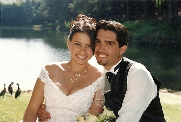 """O casamento de Douglas Camilo e Elen Rose foi em Betim (MG), no dia 6 de junho de 2007. """"Sempre apaixonados"""", disse Douglas."""