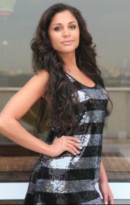 Em seu perfil de um site de relacionamentos, Maria Melilo postou fotos de seus trabalhos como modelo.