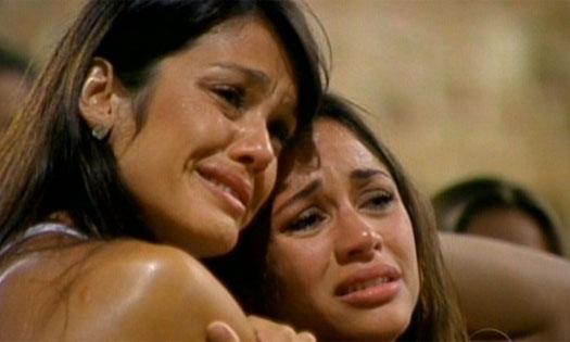 Maria e Talula choram com a primeira eliminação de Mauricio (25/1/11). Mal sabia ela que o