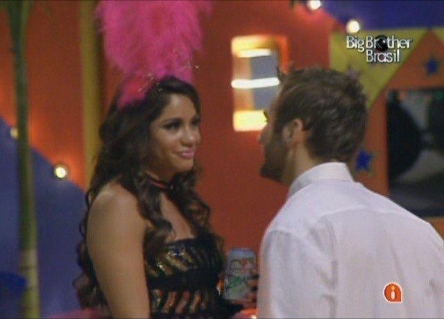 Wesley não desiste e continua tentando ficar com Maria (5/2/11). Apesar de terem trocado alguns selinhos, a atriz fez o possível para resistir à tentação pois ainda dizia gostar de Mauricio.
