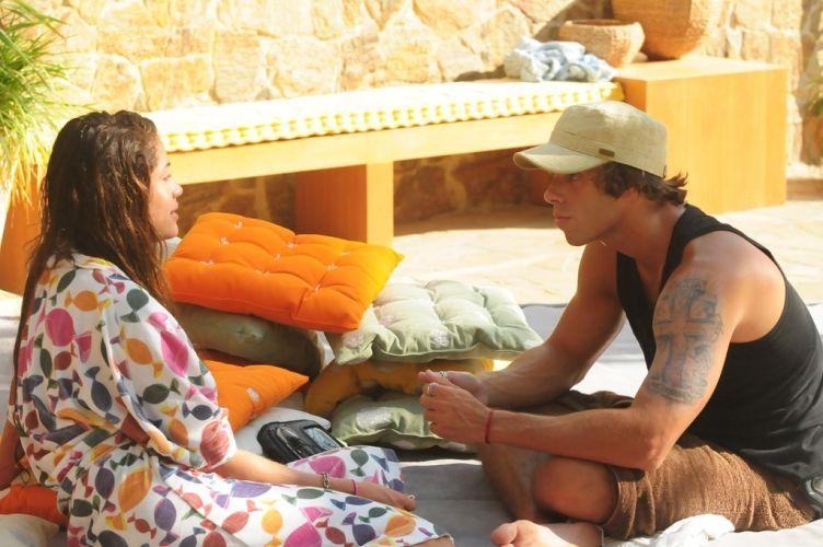 Maria e Mauricio finalmente ficam a sós para discutir a relação. O músico diz que entende a atração de Maria por Wesley (8/2/11).