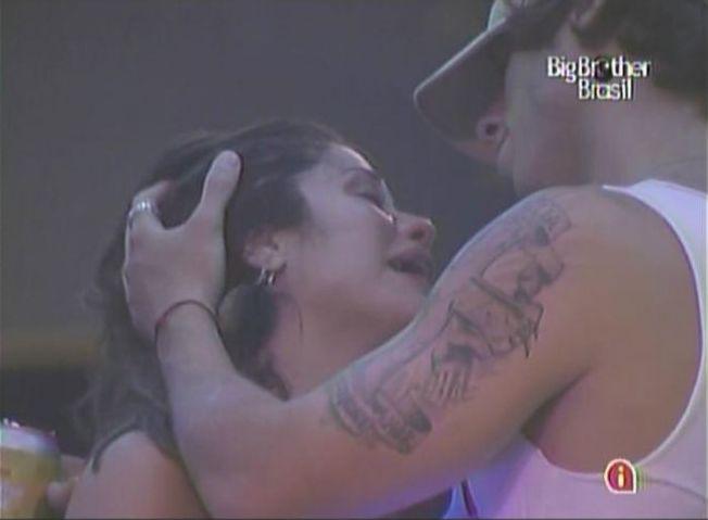 Maria desaba, chora muito e diz para Mauricio que votou nele para o último paredão (10/3/11).