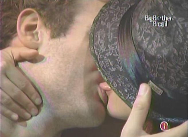 Maria finalmente desiste de Mauricio e beija Wesley pra valer pela primeira vez (13/3/11).