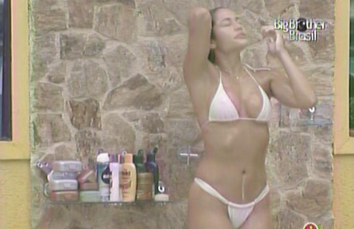 Maria recusa convite de Wesley de retornar à banheira e toma banho sozinha (14/3/11).