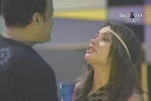 Maria chora e volta a dizer que torce pela vitória de Daniel (23/3/11). ''Não tem pessoa que eu quero mais que ganhe que você'', afirmou a ''sister'', já dando sinais de que tinha exagerado na bebida.