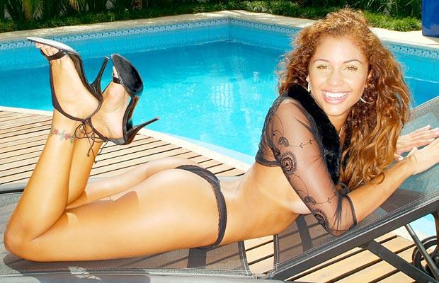 Antes de vencer o BBB 11 e se tornar milionária, Maria Melilo tentava emplacar a carreira de modelo, por isso posou para o primeiro ensaio sensual em 2004, como destaque do site Bella da Semana. A