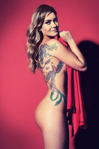 A modelo e apresentadora Luize Altenhofen posou para a revista