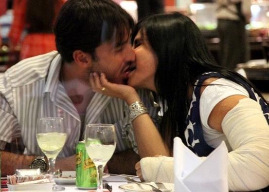 Em outubro de 2010, Gretchen foi flagrada aos beijos com Silvio Alves, com quem se casou e terminou o relacionamento em 2011