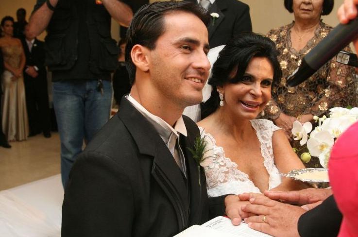 O casamento entre a cantora Gretchen e o empresário Sílvio Alves terminou em 28/3/11, menos de quatro meses depois da cerimônia, realizada em uma casa de festas de Goiânia (GO), terra natal do noivo, em dezembro de 2010